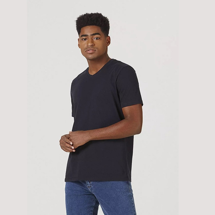 camiseta-hering-masculina-básica-com-decote-v-world-p-preta