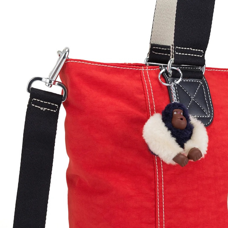 bolsa-de-ombro-kipling-shooper-c-vermelha-detalhe-chaveiro