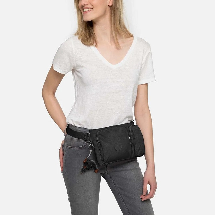 pochete-kipling-presto-up-preta-detalhe-no-corpo