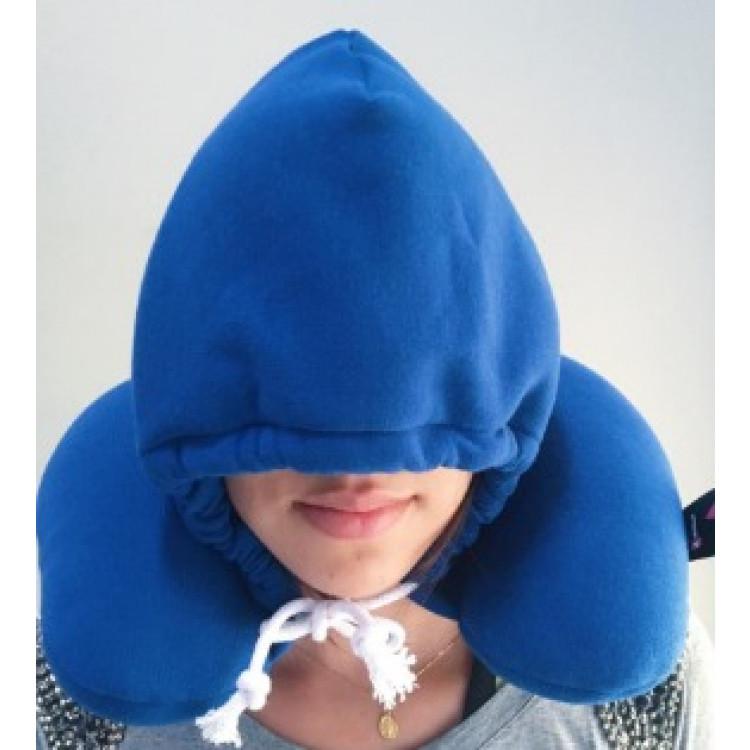 travesseiro-com-capuz-relax-travel-azul-detalhe-em-uso