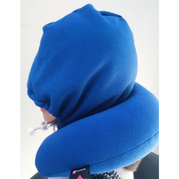travesseiro-com-capuz-relax-travel-azul-detalhe-em-uso-2