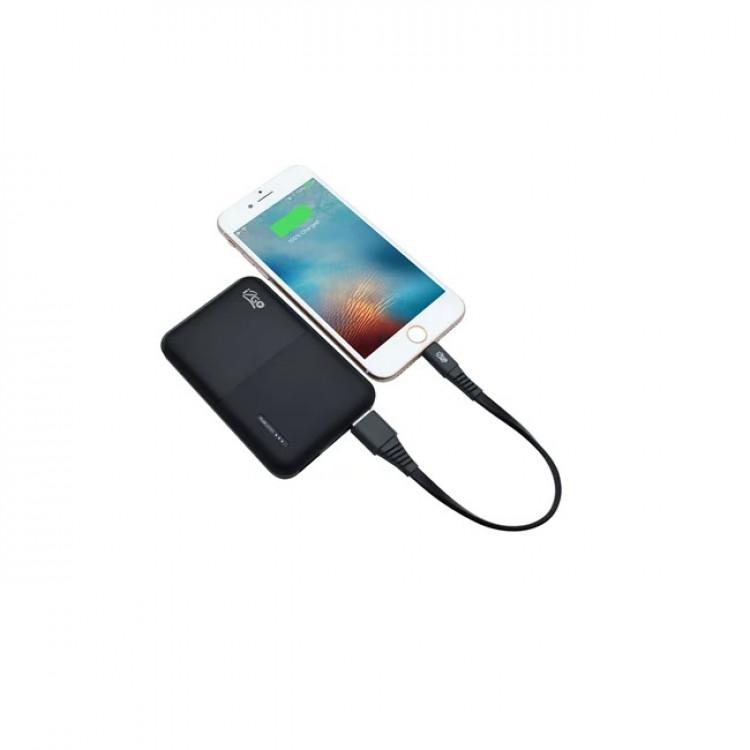 bateria-i2go-portátil-10000-plus-preta-detalhe-no-celular