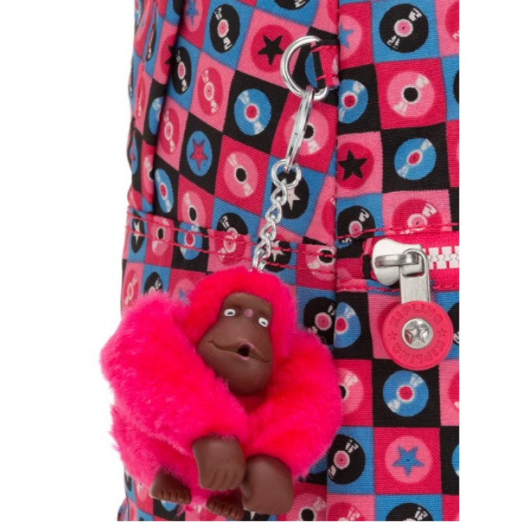 mochila-kipling-emery-rosa-detalhe-chaveiro