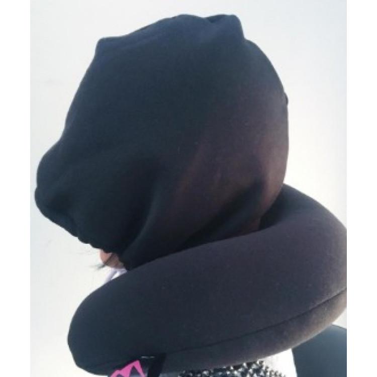 travesseiro-com-capuz-relax-travel-preto-detalhe-em-uso-2